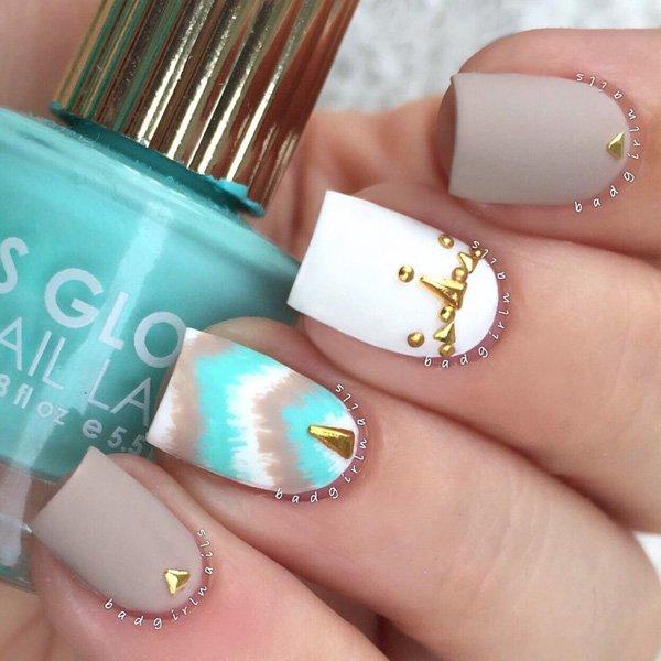 diseños de uñas decoradas en mate