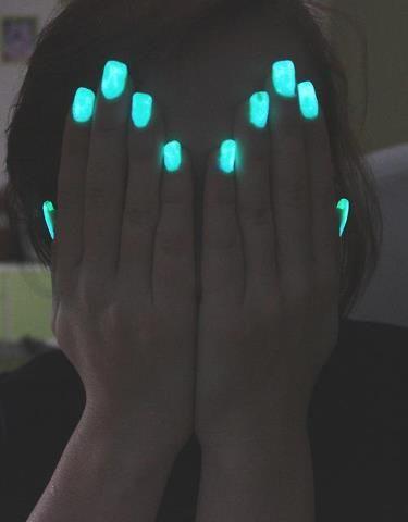 uñas decoradas en neon