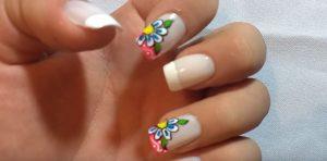 pintar uñas con flores