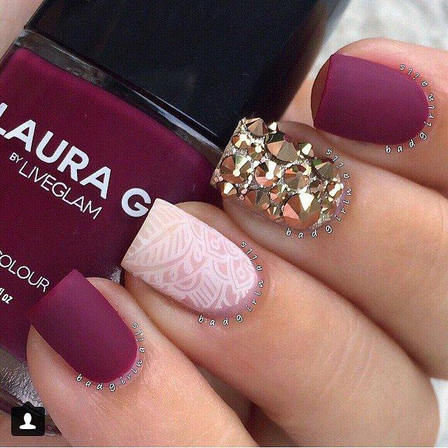 Diseños de uñas decoradas con estilo mate