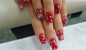 Diseños encantadores para lucir tus uñas acrilicas en estrellas y rojo