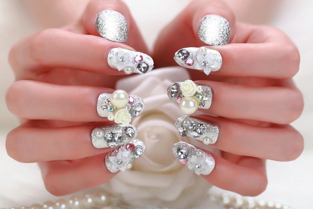 Dise os de u as con piedras de cristal for Piedras colores decoracion