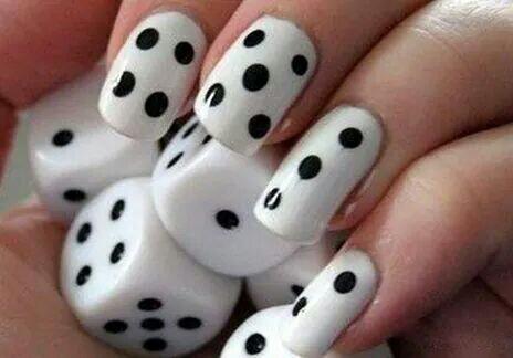 Elegantes Diseños De Uñas En Blanco Y Negro