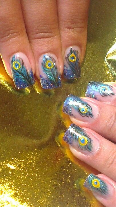 modelos de uñas con plumas