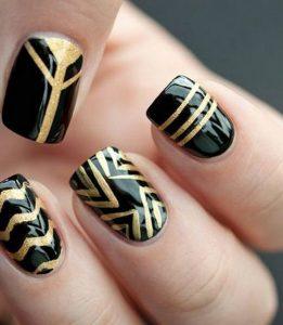 uñas negras y doradas