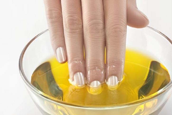 Como hidratar tus uñas en casa aceite de oliva