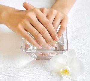 Como quitar las uñas de resina en casa con acetona pura