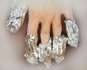 Como quitar las uñas de resina en casa papel plata