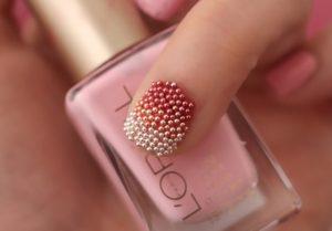 Decoración de uñas al estilo caviar colores degradados