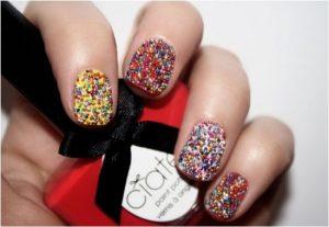 Decoración de uñas al estilo caviar divertidos colores