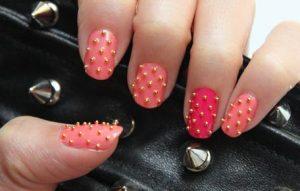 Decoración de uñas al estilo caviar naranja