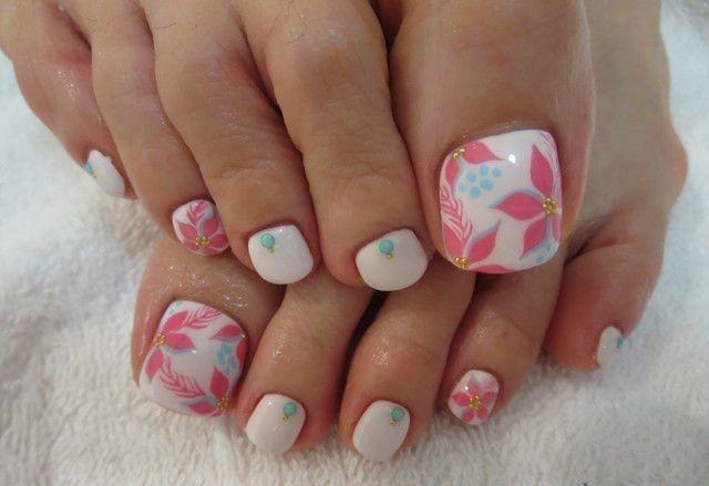 Diseños florales para las uñas de tus pies
