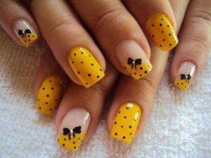 Decoración De Uñas En Color Amarillo