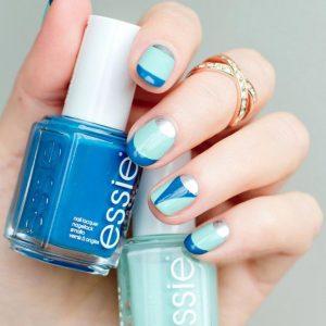 unas-en-color-azul-bicolor