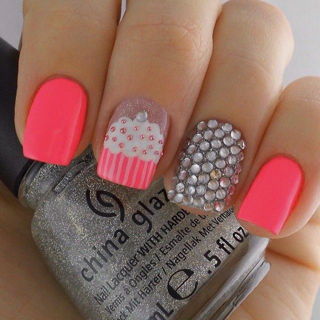 uñas-rosa-combinadas-gris-en-punto