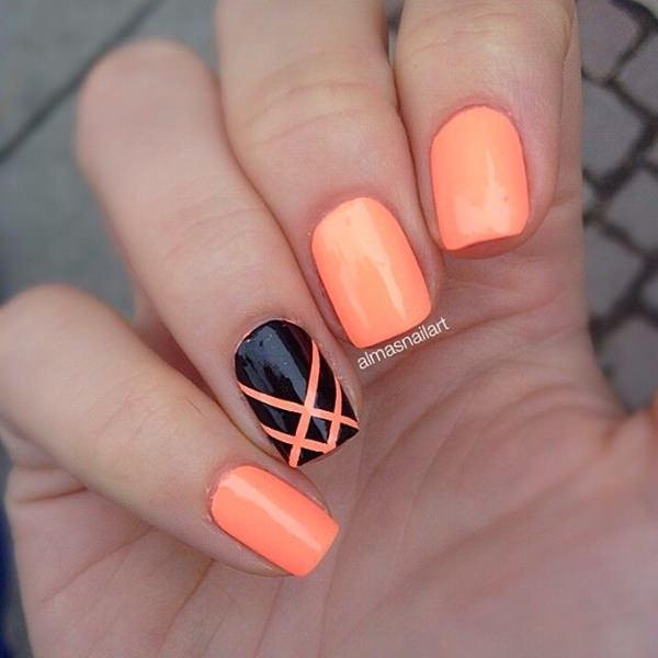 Diseño de uñas en formas geométricas en tonos pastel negro y naranja