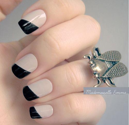 Diseño de uñas en formas geométricas en tonos pastel negro y pastel