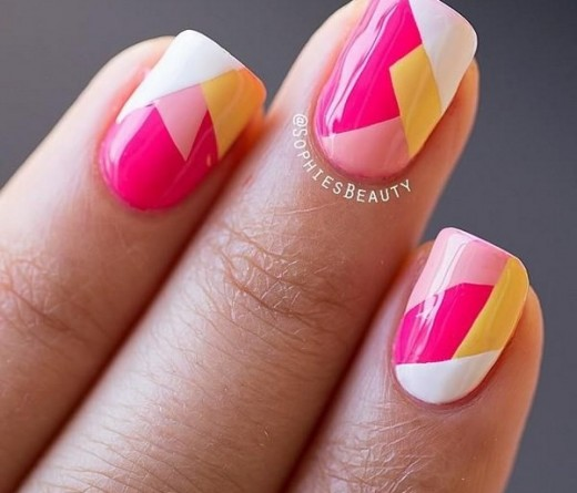 Diseño de uñas en formas geométricas en tonos pastel nuevos diseños