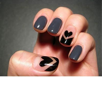 Love nails para el día de San Valentín.corazones hipster