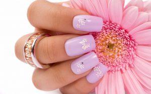 Aprende a cuidar tus uñas acrilicas