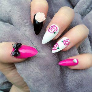 Como mantener unas uñas stiletto con rosas
