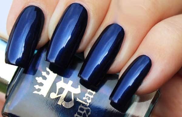 decoracion de uñas en color azul