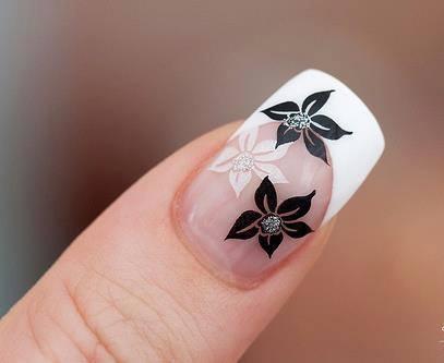 Diseños Uñas Florales En Black White Diseños De Uñas